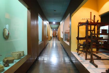 1316_thumb_Ide_pembuatan_Museum_Etnobotani_pertama_kali_dicetuskan_oleh_Prof._Sarwono_Prawirohardjo_saat_menjabat_Ketua_LIPI_pada_tahun_1962.jpg