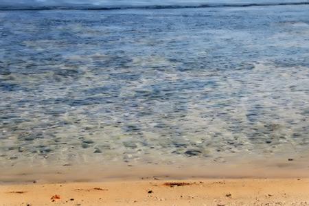 Jika sedang surut, pantai ini memiliki area air dangkal hingga 30 meter dari bibir pantai