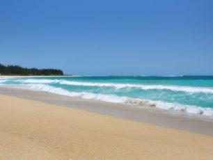 Wisata Pantai Lampuuk yang Telah Pulih dari Trauma Tsunami
