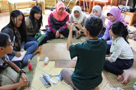 Dekranasda juga membuka pelatihan kerajinan kreatif untuk kalangan pelajar dan masyarakat umum