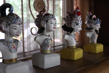 Pahatan wayang golek menjadi salah satu kerajinan kreatif dari Kota Bogor yang paling banyak digemari oleh para wisatawan