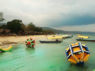 Melepaskan Diri dari Hiruk Pikuk Kota ke Pantai Mutun
