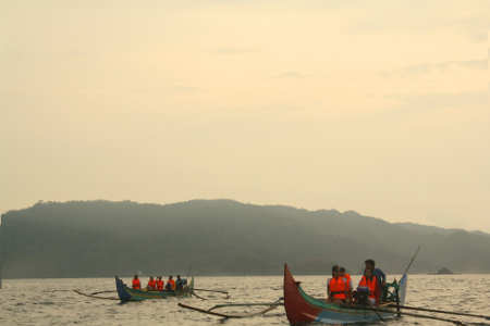 Perahu ketinting dari Teluk Kiluan memiliki ukuran standart panjang 11 meter dan lebar 60 cm