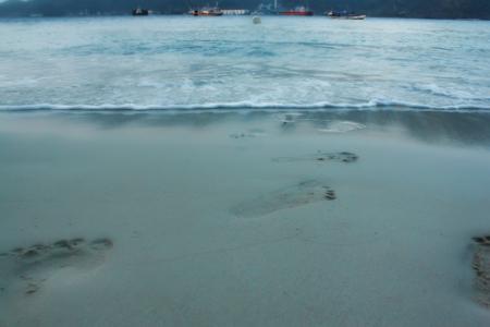 Hamparan pasir putih menjadi salah satu daya tarik Pulau Condong
