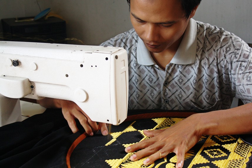 Keunggulan lain dari tapis bordir adalah pengerjaannya dapat dilakukan secara massal