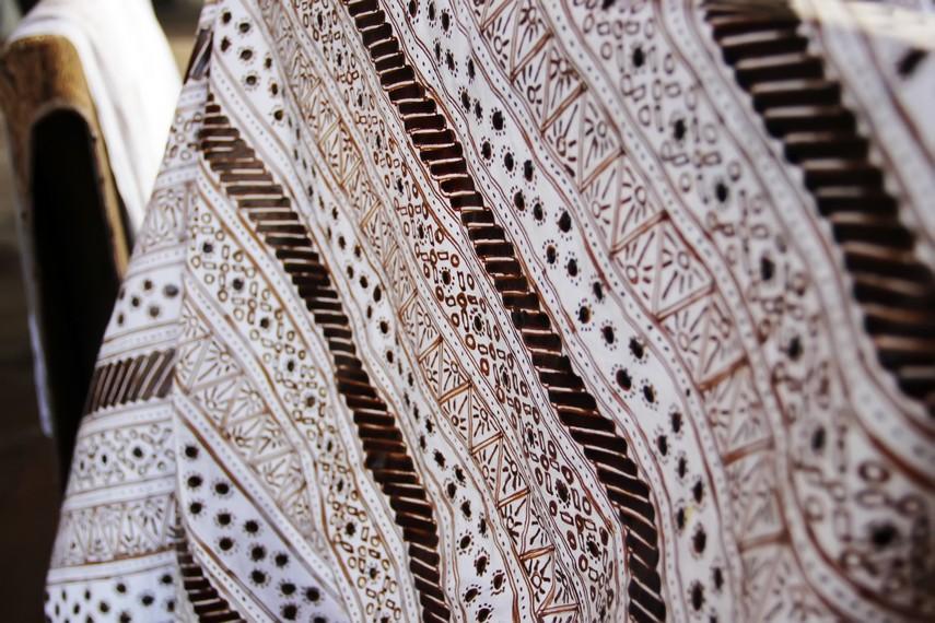 Proses pembuatan batik bisa berlangsung selama satu bulan, tergantung kerumitan motif batik