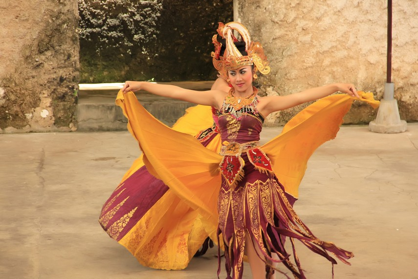 Tari Cenderawasih menjadi salah satu jenis tari kontemporer yang tetap eksis dan bersanding dengan tari-tari tradisional Bali