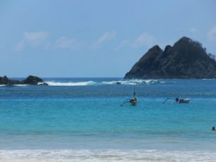 Pantai Selong Belanak, Pantai dengan Jenis Dua Ombak