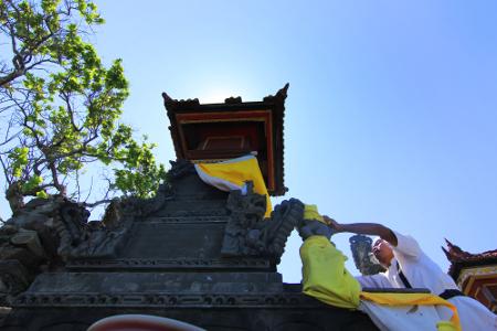 Hingga kini, Pura Batu Bolong masih rutin menyelenggarakan ritual Nyegara Gunung