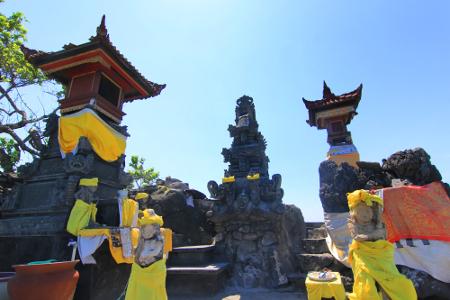 Konon, Pura Batu Bolong dibangun untuk menghormati Dewa Syiwa dan Desa Baruna