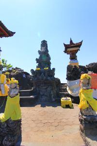 Pura Batu Bolong dibangun pada sekitar abad 17