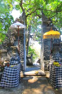 Pura Batu Bolong terletak di Kabupaten Lombok Barat, NTB