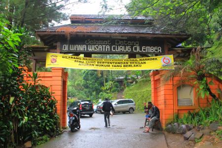 Curug 7 Cilember terletak di Desa Jogjogan, Kecamatan Cisarua, Bogor