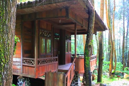 Penginapan untuk para pengunjung yang ingin menikmati lebih dekat suasana air terjun