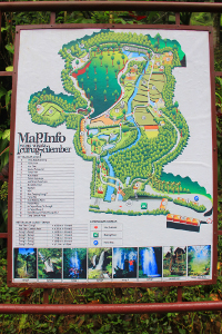 Peta yang memberikan berbagai informasi tentang kawasan air terjun