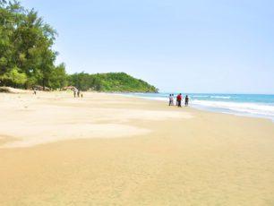 Menikmati Kedamaian Pantai Ujong Batee