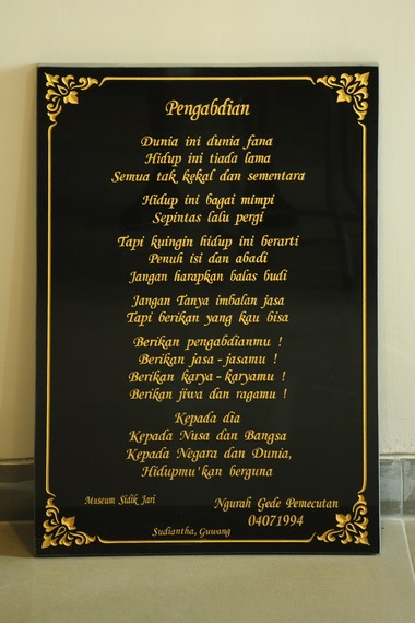 Salah satu puisi Ngurah Gede Pemecutan yang dipamerkan bersama lukisan-lukisannya