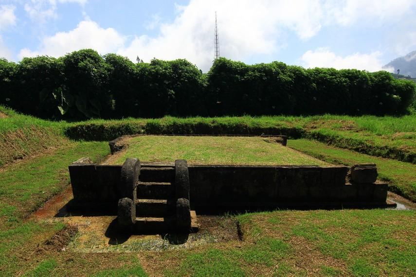 Di dekat Candi Setyaki, diperkirakan ada sebuah candi, tetapi hanya berupa bagian dasar bangunan sementara bagian atasnya belum ditemukan