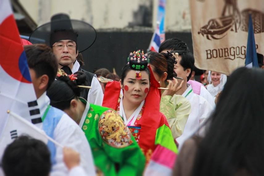 Kontingen dari Korea Selatan dalam Erau International Folklore Festival (EIFAF) 2013