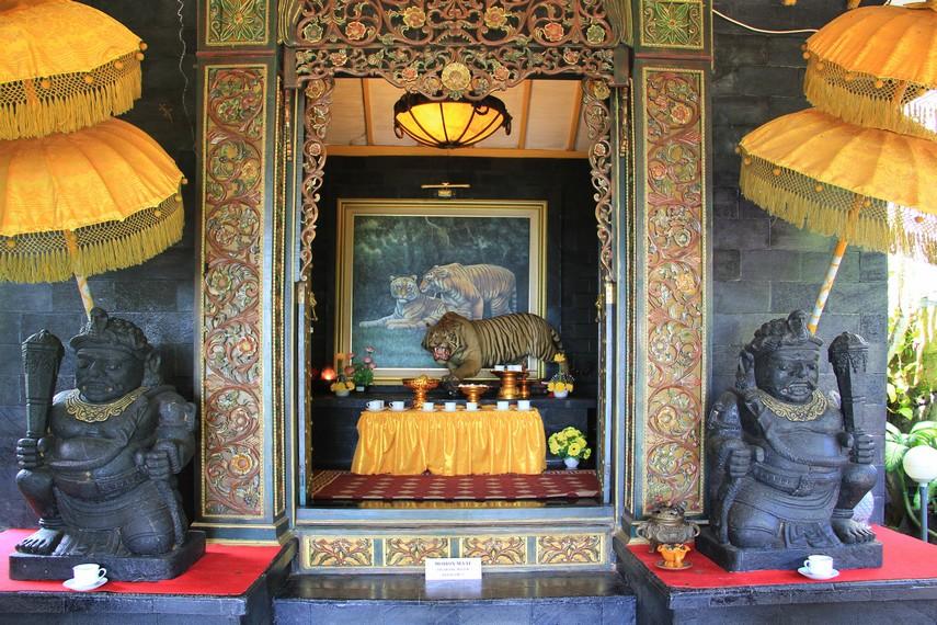 Altar Prabu Siliwangi menjadi salah satu altar yang terdapat di Vihara  Nam Hai Kwan Se Im Pu Sa