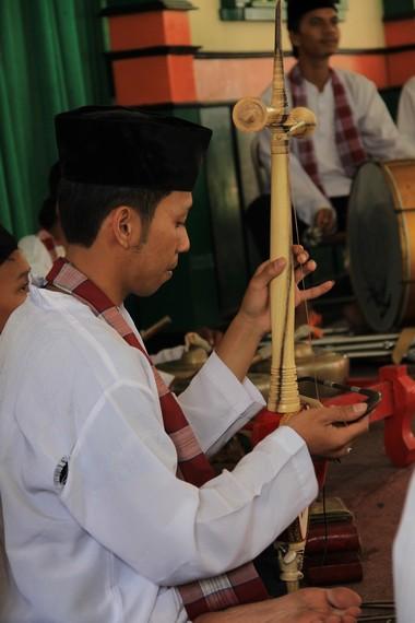 Tehyan merupakan salah satu alat musik tambahan dalam pertunjukkan Jipeng