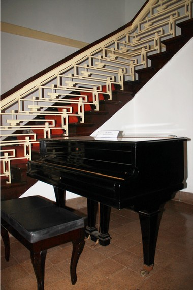 Sebuah piano klasik yang ada di dalam Museum Perumusan Naskah Proklamasi