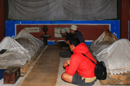 Makam Syekh Irengan selalu dijadikan tempat ziarah atau berdoa bagi masyarakat sekitar