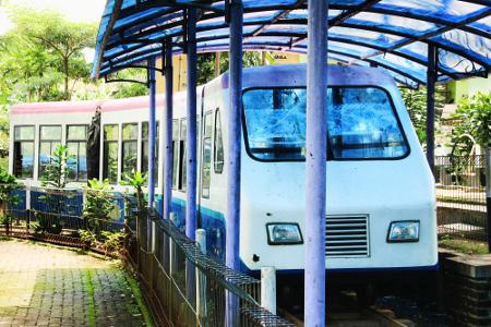 Fasilitas kereta api mini menjadi salah satu wahana yang ada di Situ Bagendit