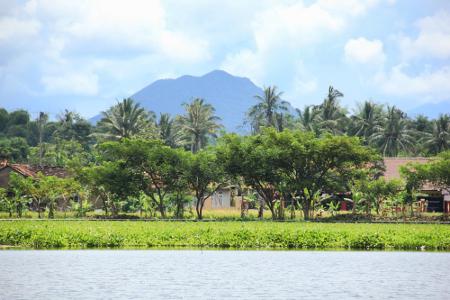 Gunung Guntur, salah satu gunung yang berada di sekitar kawasan Situ Bagendit