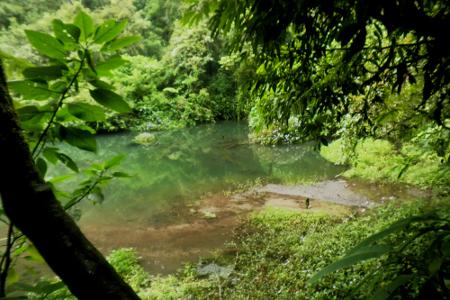 Sebuah danau yang akan ditemui pengunjung sepanjang perjalanan 80 km menuju Curug Cibeureum