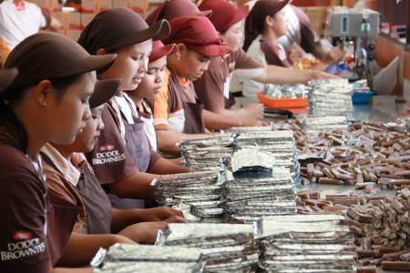 Proses pembuatan dodol Garut yang bisa kita saksikan langsung di pabrik dodol picnic