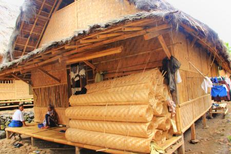 Balai pertemuan menjadi tempat berkumpulnya masyarakat Kampung Adat Dukuh