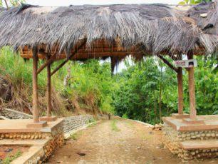 Kampung Adat Dukuh Dalam, Perkampungan Antara Tiga Gunung