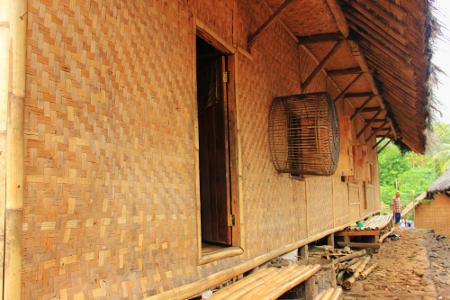 Rumah juru kunci menjadi rumah yang paling besar diantara rumah lainnya di Kampung Adat Dukuh