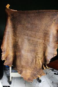 Kulit domba yang mudah didapat di wilayah Garut memiliki tekstur yang lebih lembut dibandingkan dengan kulit sapi dan kerbau