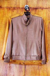 Jaket kulit berbahan kulit domba menjadi produk unggulan di sentra industri Sukaregang