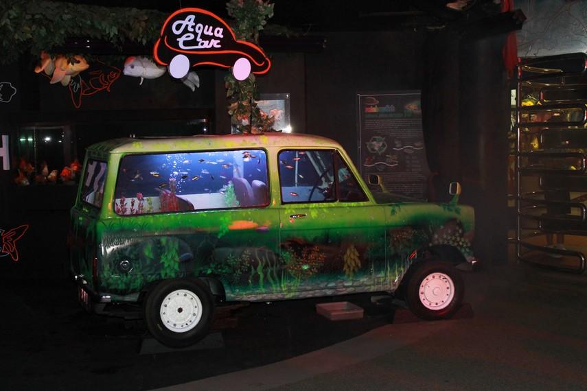 Aqua Car, salah satu inovasi anak negeri dengan membuat akuarium menggunakan mobil bekas