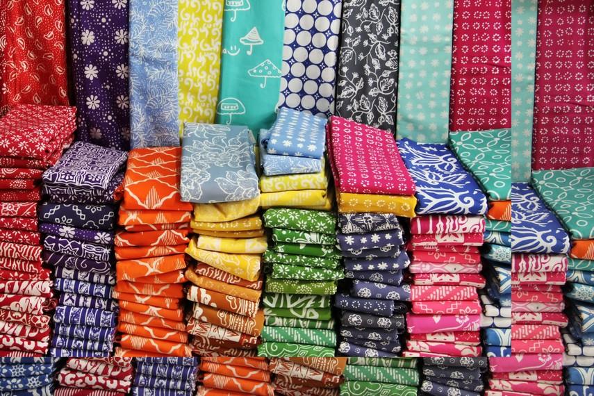 Harga batik garutan bervariatif, tergantung kerumitan motif dan lamanya proses pembuatan