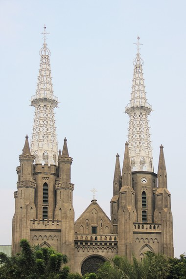 Lokasi Gereja Katedral yang bersebelahan dengan Masjid Istiqlal melambangkan masyarakat Indonesia yang bertoleransi