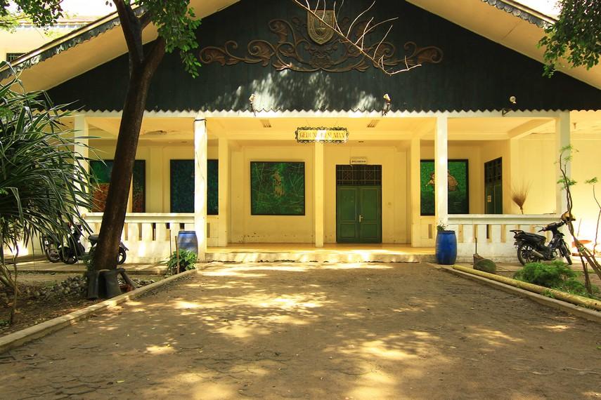 Gedung pertunjukan Balekambang yang menjadi tempat pertunjukan kesenian ketoprak setiap Sabtu malam