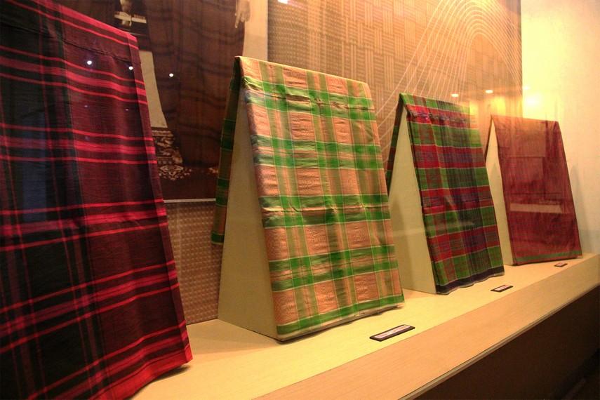 Beberapa koleksi jenis-jenis kain tenun tradisional khas masyarakat Kutai