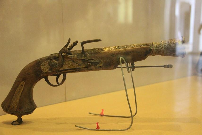Salah satu jenis senjata api yang datang ke wilayah Kutai seiring masuknya bangsa Eropa ke Nusantara