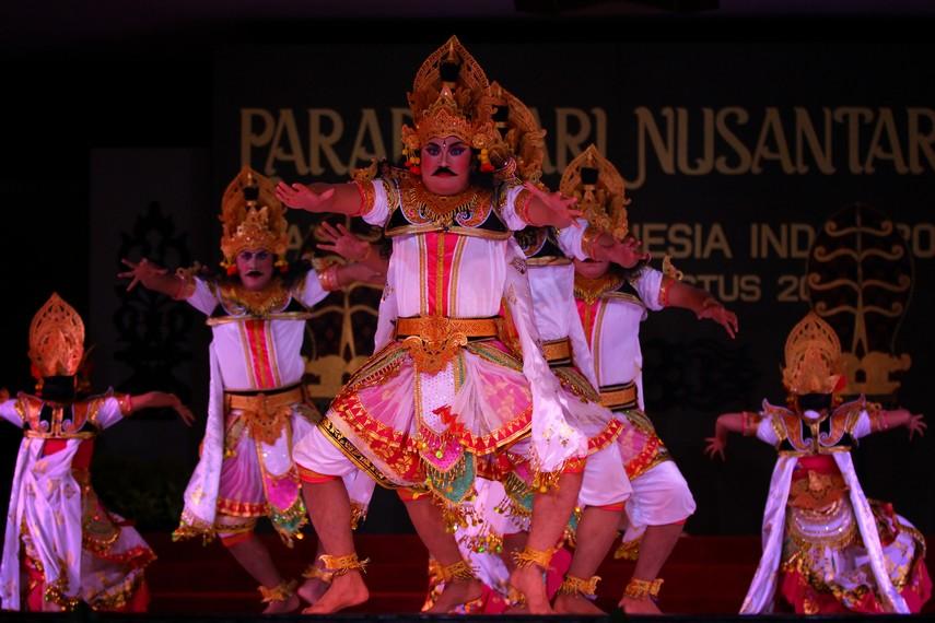 Dalam kebudayaan Bali, tari memiliki kedudukan yang istimewa karena mampu menghubungkan jiwa seseorang dengan Yang Maha Tinggi