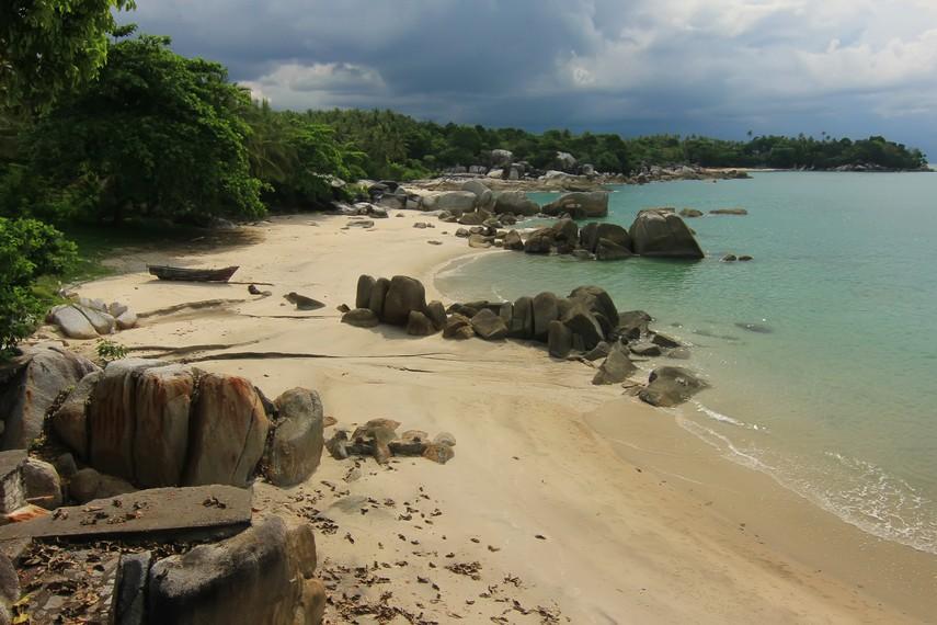 Pantai Tanjung Pesona terletak di Desa Rambak, Kecamatan Sungailiat, Pulau Bangka