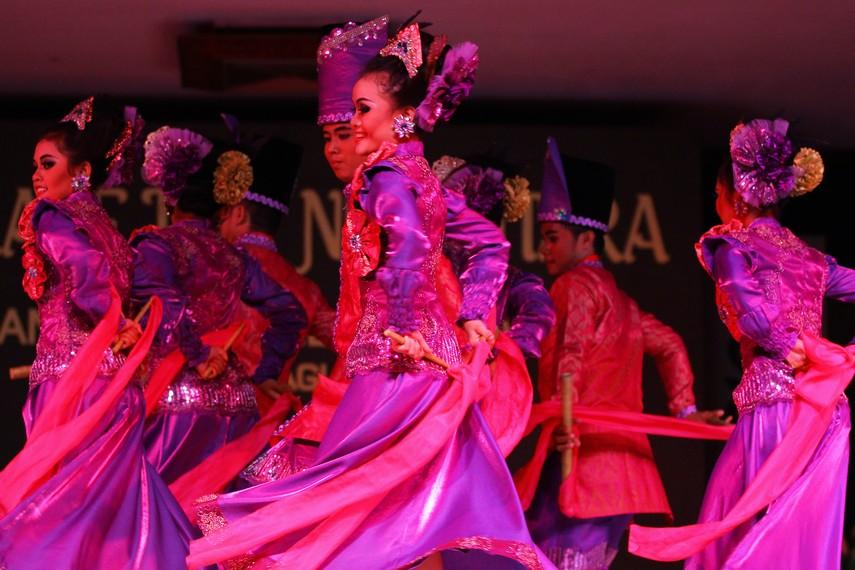 Tari jepen genjoh Mahakam merupakan tari kreasi yang berembrio dari tari jepen, tari tradisional Kutai
