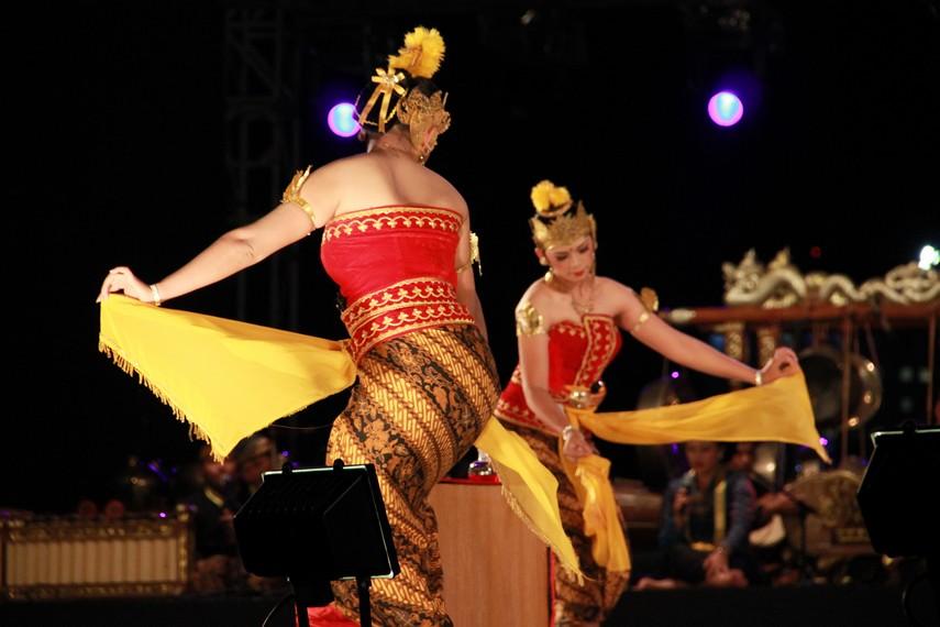 Tari serimpi sangupati merupakan salah satu tari dari berbagai jenis tari serimpi keraton
