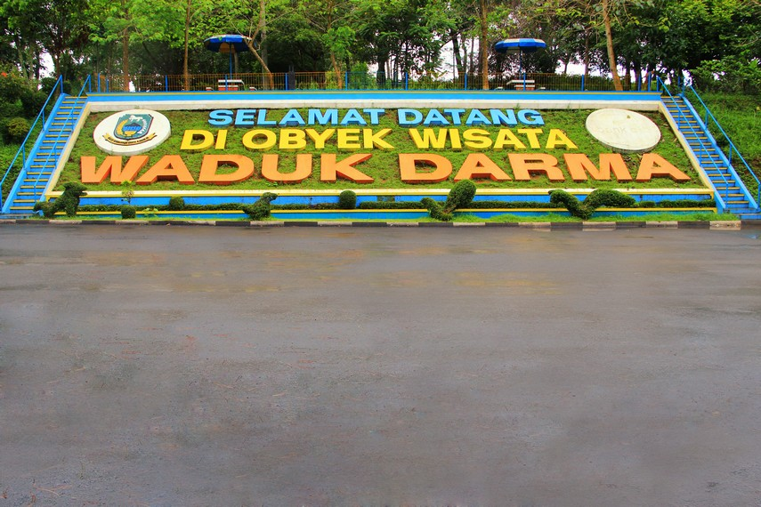 Waduk Darma terletak di Desa Jagara, Kecamatan Darma 20 menit dari pusat Kota Kuningan
