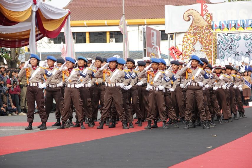 Barisan parade polisi cilik yang beraksi di Festival Krakatau 2012