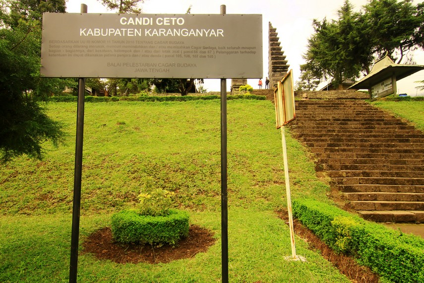 Candi Cetho terletak di Dusun Ceto, Desa Gumeng, Kecamatan Jemawi, Kabupaten Karanganyar