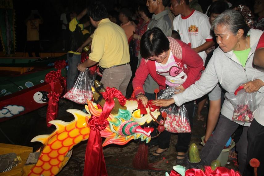 Dahulu perayaan pehcun dilaksanakan di kawasan kota, karena sungai di Jakarta mengalami pendangkalan, kini prosesi dipindah ke Tangerang